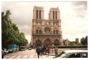 Notre_dame_front_3