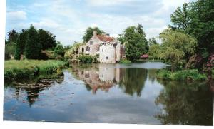 Scotney_castle_garden1