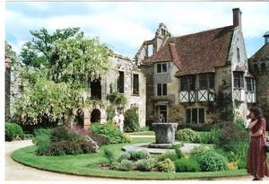 Scotney_castle_garden2